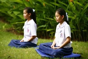 bien s'assoir en yoga et méditation