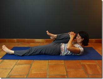 pavanamuktasana pour soulager les ballonnements intestinaux