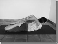 flexion arrière : posture de la grenouille couchée
