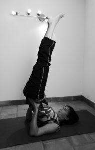 Viparita karani mudra pour respirer avec le ventre