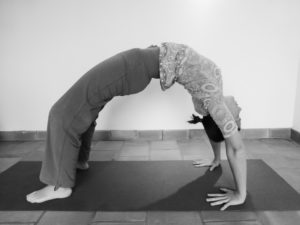 Comment faire le pont en yoga