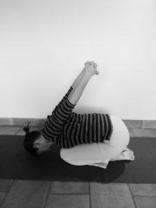 Comment prendre soin de vos épaules grâce au yoga : la feuille