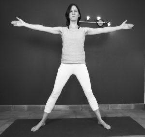 la posture du triangle ; préparation pour entrer dans la posture